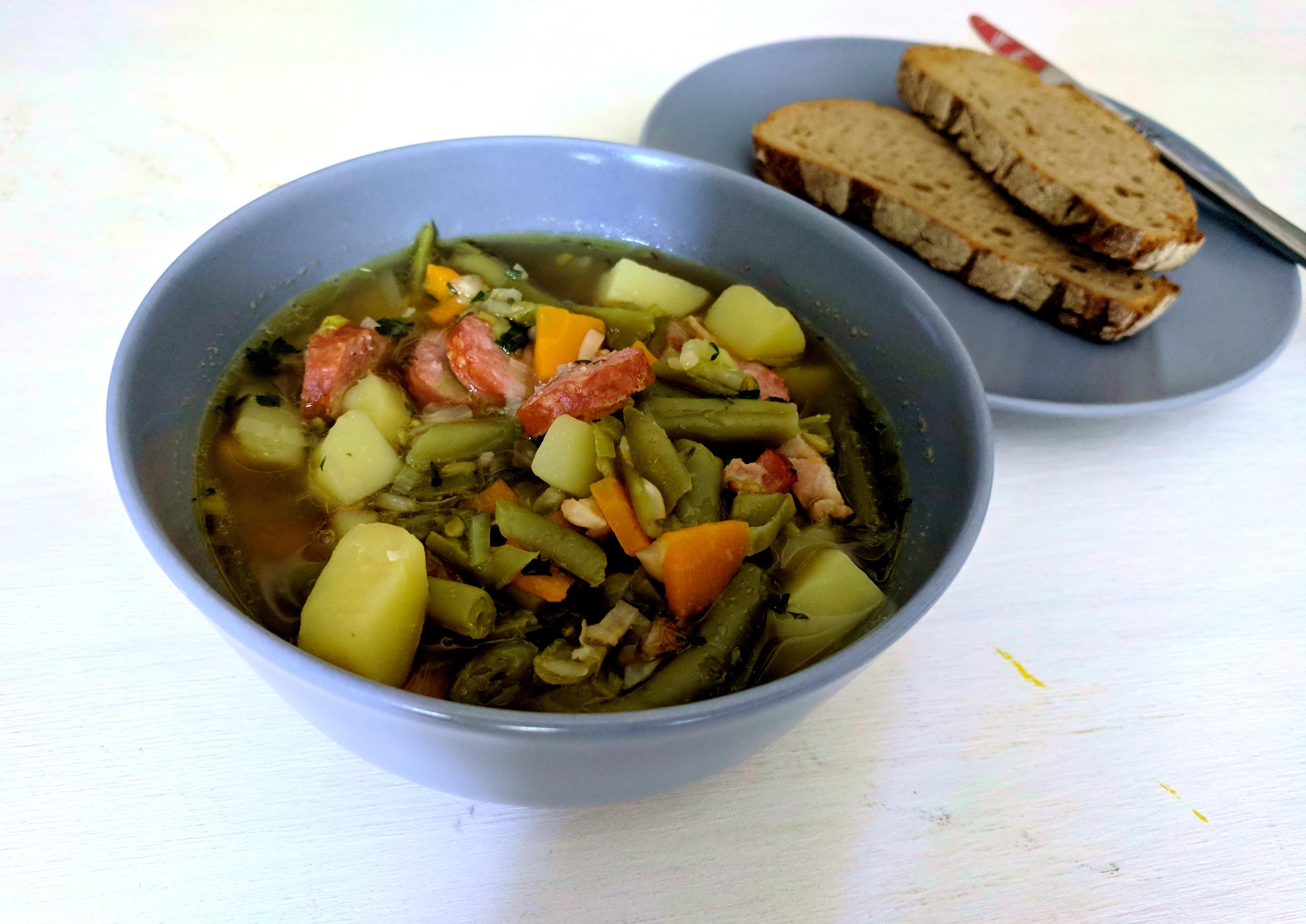 Grüne Bohnensuppe mit Mettenden